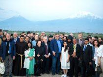 111 Personalidades de Todo el Mundo se Convirtieron en Embajadores de la Buena Voluntad del Foro Aurora